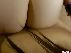 Pussyloving asian tgirl takes on pussy